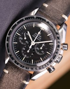 Replica Omega Speedmaster Chronograph Professional 2017 Watch Review
