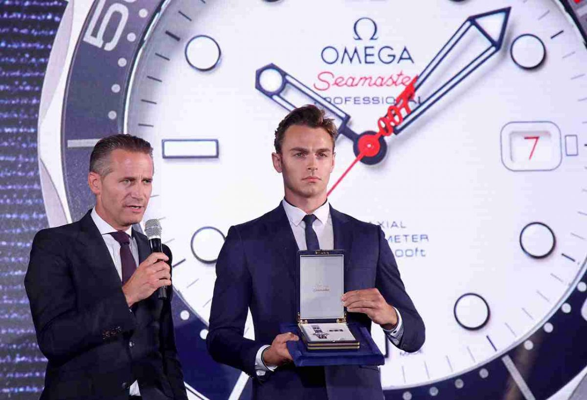 Limited Edition Replica Omega Seamaster Diver 300M Commander's 007 Watch Review
