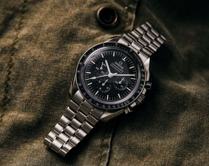 Replica Omega Speedmaster Moonwatch Professional Co-Axial Master Chronometer 42mm Guide 1
